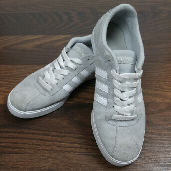 Le scarpe di camoscio poshmark courtset scarpe adidas